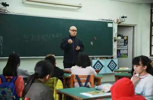 同一堂课:刘谦揭秘魔术原理,隔着玻璃吹蜡烛