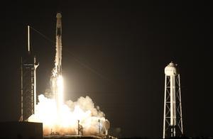 Space X载人龙飞船发射成功,马斯克又创造了一个奇迹