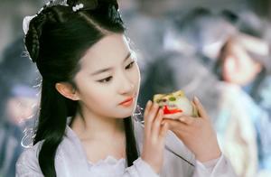 神仙姐姐刘亦菲,单手做俯卧撑,不愧是演过花木兰的女人