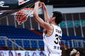 18+8+4!朱荣振连续6场得分上双,1细节表明杨鸣已认可他