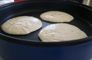 我在家做起蛋糕工厂的肉桂卷煎饼,早餐永远不会一样
