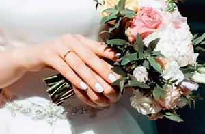 婚礼当天新娘不上婚车,岳父母说出理由后新郎不娶了,喜事变笑话