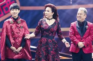 蔡明潘长江现身彩排室,合作新生代喜剧演员,似为春晚小品做准备