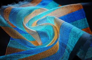 把显示器穿在身上?复旦大学新发明的超级电子织物引起世界关注