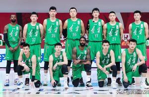 辽宁队绿色球衣真的丑吗?看球员上身后感觉还是很不错的!