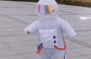 """地标最硬核防护,宝宝身穿""""太空服""""出门,网友:和太阳肩并肩?"""