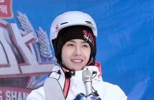 王一博学滑雪连摔七次不放弃,学习能力超强,获世界冠军认可