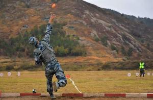 军队中,手榴弹扔多少米才合格?目前我军最高纪录没人能破