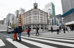 """东京""""软""""封城首日:景点和商店冷清,仍有年轻人不戴口罩逛街"""
