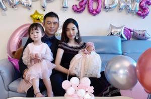 48岁樊少皇二胎得女!与小10岁娇妻四年抱俩,一家四口庆满月