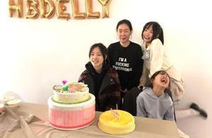 小S为大女儿庆15岁生日,与三个女儿合照翻白眼自夸年轻