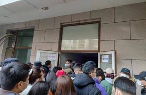退租无门又遭房东赶人 北漂女孩站上蛋壳北京总部天台