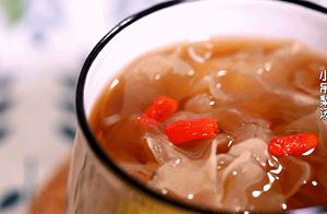 咳嗽最怕这汤!一碗不到2块钱,隔三差五喝一次,润肺止咳不闹病