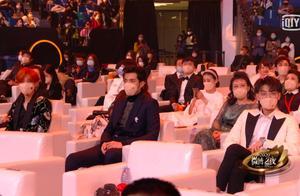 神仙座位!鹿晗、吴亦凡和黄子韬微博之夜坐在一起