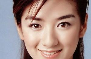 黄奕在街头被偶遇,路人镜头下的她,这个状态真的是43岁吗?
