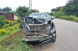 埃托奥车祸!参加完婚礼开车撞上公共汽车 被送往医院状态稳定