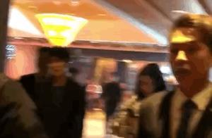 #王源和妈妈走路姿势