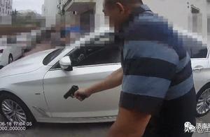 青岛某小区民警开枪击中拒捕毒贩!抓捕现场惊险堪比大片