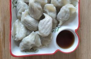 明日立冬就要吃饺子,吃了不冻耳朵,芹菜猪肉水饺香鲜味美
