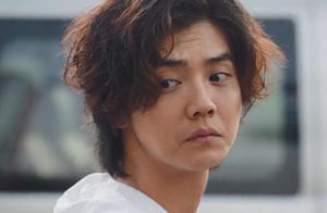 鹿晗新剧全程被关美颜,素颜加上这发型,不相信他才30岁了