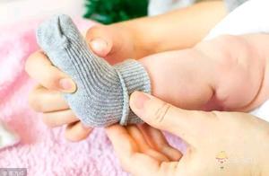 宝爸表示,在孩子光脚问题上,媳妇儿和婆婆难得意见一致