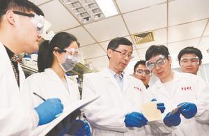 中国科学大学院士团队研制出有望替代塑料的仿生新材料,