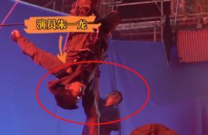《无限深度》朱一龙:新角色解锁新技能,个中心酸从脸蛋就能看出