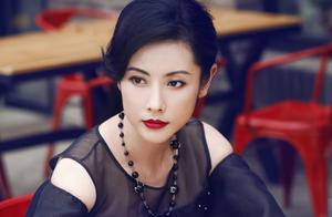 44岁杨明娜疑似已离婚,老公怒骂其折腾儿子,曾爆料她出轨开房