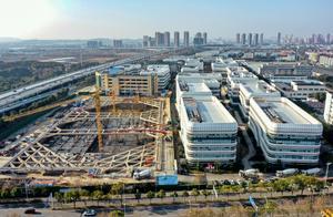 新年第一天,武汉建设者奋战在岗位上