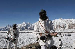 印度招募边防保安部队,30000人参加笔试,却只能趴地上考试
