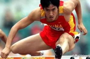 36岁刘翔走出阴霾,跨界走秀气场强:欠你一声对不起,愿余生欢喜