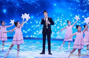 央视重阳晚会,肖战演唱《夜空中最亮的星》,歌词内容有深意