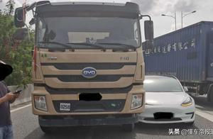 资讯   自动驾驶撞货车,特斯拉独家回应:未握方向盘和进行制动