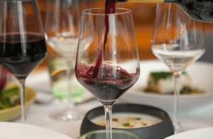 """保质期10年的葡萄酒,""""过期""""后还能喝吗?原来这些年被误导了"""