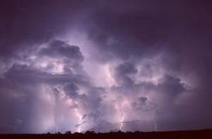 每小时280次,每年120万次,地球上最强的闪电风暴是怎么形成的?