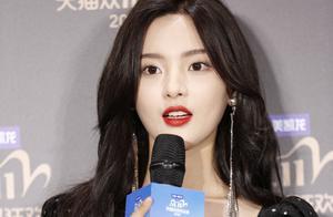 杨超越星钻复古裙比刘亦菲还美?