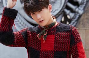 27岁杨洋真会穿,8套毛衣搭配潮出少年感,帅得不一样!