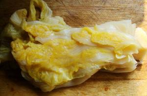 东北大妈教你腌酸菜,只需要两步,自己做干净卫生,3天就可以吃