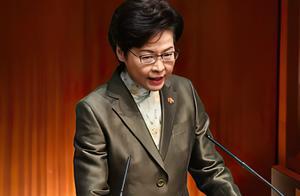 """香港特别行政区长官,首次佩戴""""一国两制""""徽章,加强宣传和教育"""