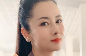 44岁杨明娜被曝已离婚?疑似其老公发文怒斥:别再折腾孩子了