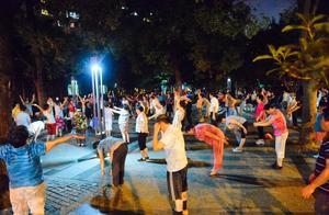 """爱跳舞的阿姨爷叔,是上海街头的风景线!但有个""""新规""""你一定要清楚"""