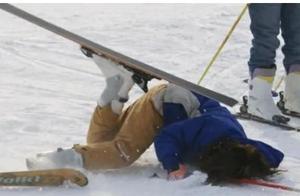 天津24岁小伙哈尔滨滑雪去世,母亲质疑装备失误,滑雪场:没问题