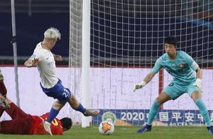 费莱尼绝杀球再被吹掉,证明中超和英超踢得真不是一种足球