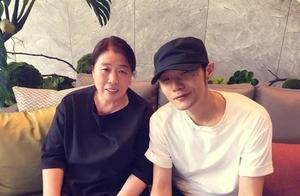李荣浩从小与母亲相依为命,为了还债,拼命卖唱这才是真男子汉!