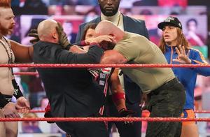 RAW:三场资格赛同时开打,邪神寻仇兰迪,魔女与疯女终极战