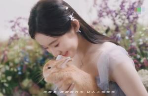 """硬糖少女新歌MV曝光,成员齐跳""""广场舞"""",肢体僵硬美感全无"""