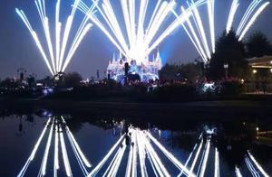 给你不一样的烟火 挑战夜间迪士尼烟花秀