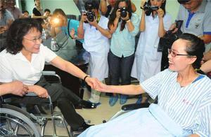 """""""最美老师""""的张丽莉,为救5名学生失去双腿,事后主动提出离婚"""