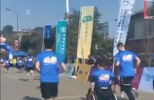 坐着轮椅完成马拉松!这4位脊髓损伤患者火了,网友纷纷表示佩服