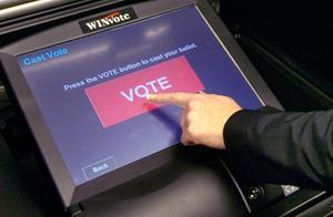 特朗普团队怒斥:投票机存在严重漏洞!黑客早已证明,可篡改票数